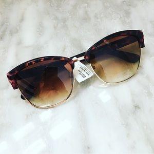 NWT 🏷 Tortoise Sunglasses